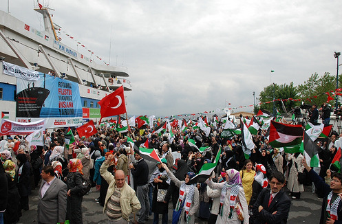 Crowd gathers for Launch of Peace Flotilla to Gaza (May 2010)