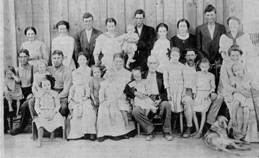 The extended family of Thomas B. Theus - 1915