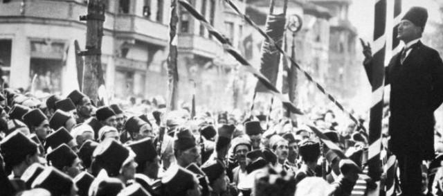 Mustafa Kemal Atatturk - Working a crowd, street stumping style
