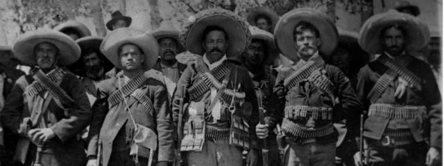 000B Pancho Villa en un campamento maderista 1911 Archivo Casasola