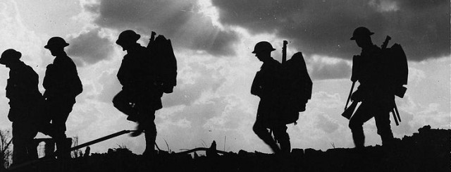 777px-Battle_of_Broodseinde_-_silhouetted_troops_marching[1]