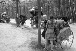 German old women and children flee west-1945