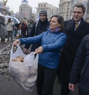 Nuland and US Ambassador Plaat putting on a show in Maidan Square