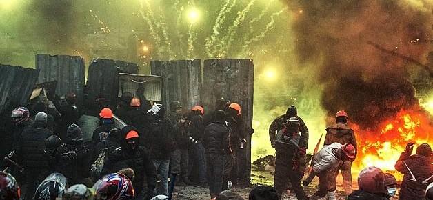 Ukraine-Riots-News-fireworks_banners