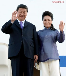 Chinese President Xi Jinping arrived in California to meet with U.S. President Barack Obama, June 2013. On right is President Jinping's wife, Peng Liyuan.