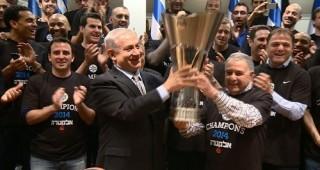 Maccabi basketball champions celebrate with Bibi Netanyahu