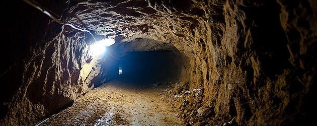 800px-Smuggling_Tunnel_photo_wikimedia