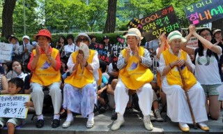 """""""South Korean women who were forced to serve as sex slaves for Japanese troops during World War II, attend a protest against Japan in Seoul on August 8, 2012"""""""
