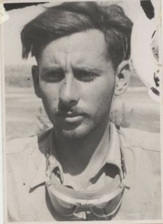 A younger Uri during his combat days...the 1948 war