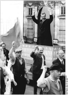 "Berlin, 750-Jahr-Feier, Festumzug, ""Karl Liebknecht"""