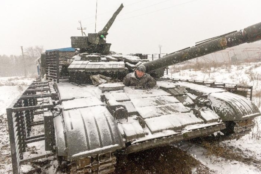 Ukrainian tank heading to Donetsk and an unpleasant fate