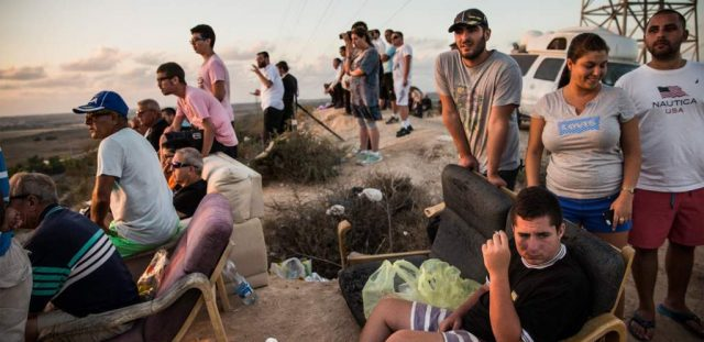 Israelis enjoying the Gaza turkey shoot show