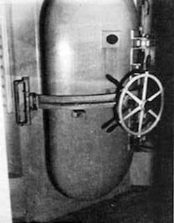 American gas chamber built according to the technique developed in the 1930s and '40s. Faurisson examined it in September 1979 at Baltimore penitentiary