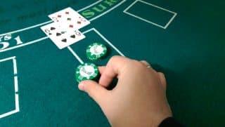 blackjack-hand-signal-doubling-down