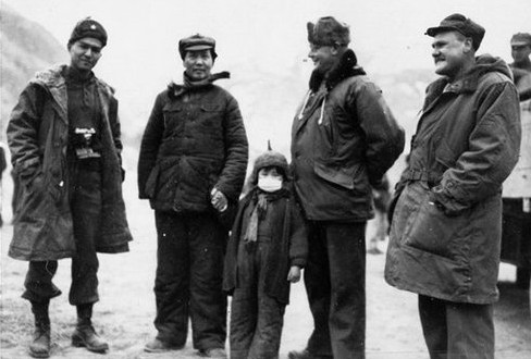 John Roderick (R), with Chairman Mao (2nd L) during WWII