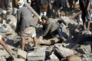 Yemenis search through rubble for loved ones
