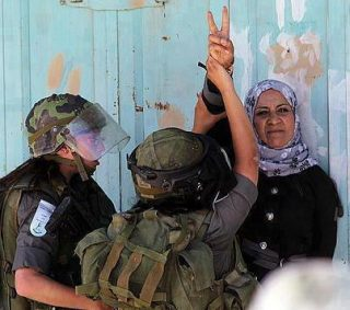 Female IDF confront Palestinian woman